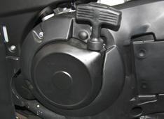 Ручной стартер (на случай сильного разряда аккумулятора)