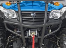 Стильные фары и агрессивный дизайн стального переднего бампера