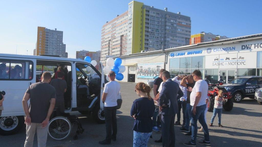 Тюменские квадроциклисты подарили центру детей-инвалидов и сирот микроавтобус