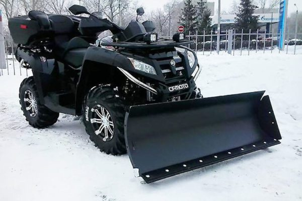 Квадроцикл CFMOTO со снегоотвалом