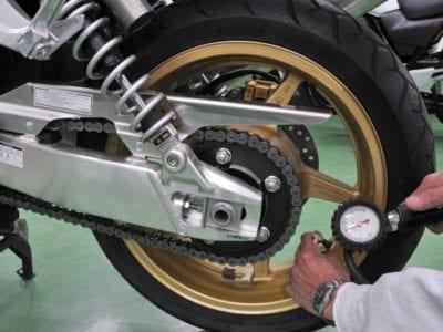 Как проверять и контролировать давление в шинах мотоцикла