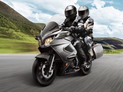 Перевозка пассажира на мотоцикле