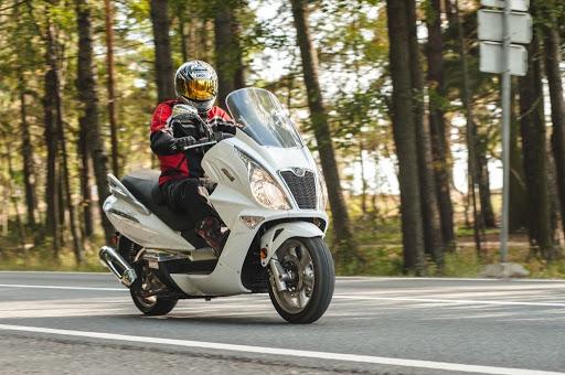 Большие скутеры: топ 5 лучших максискутеров